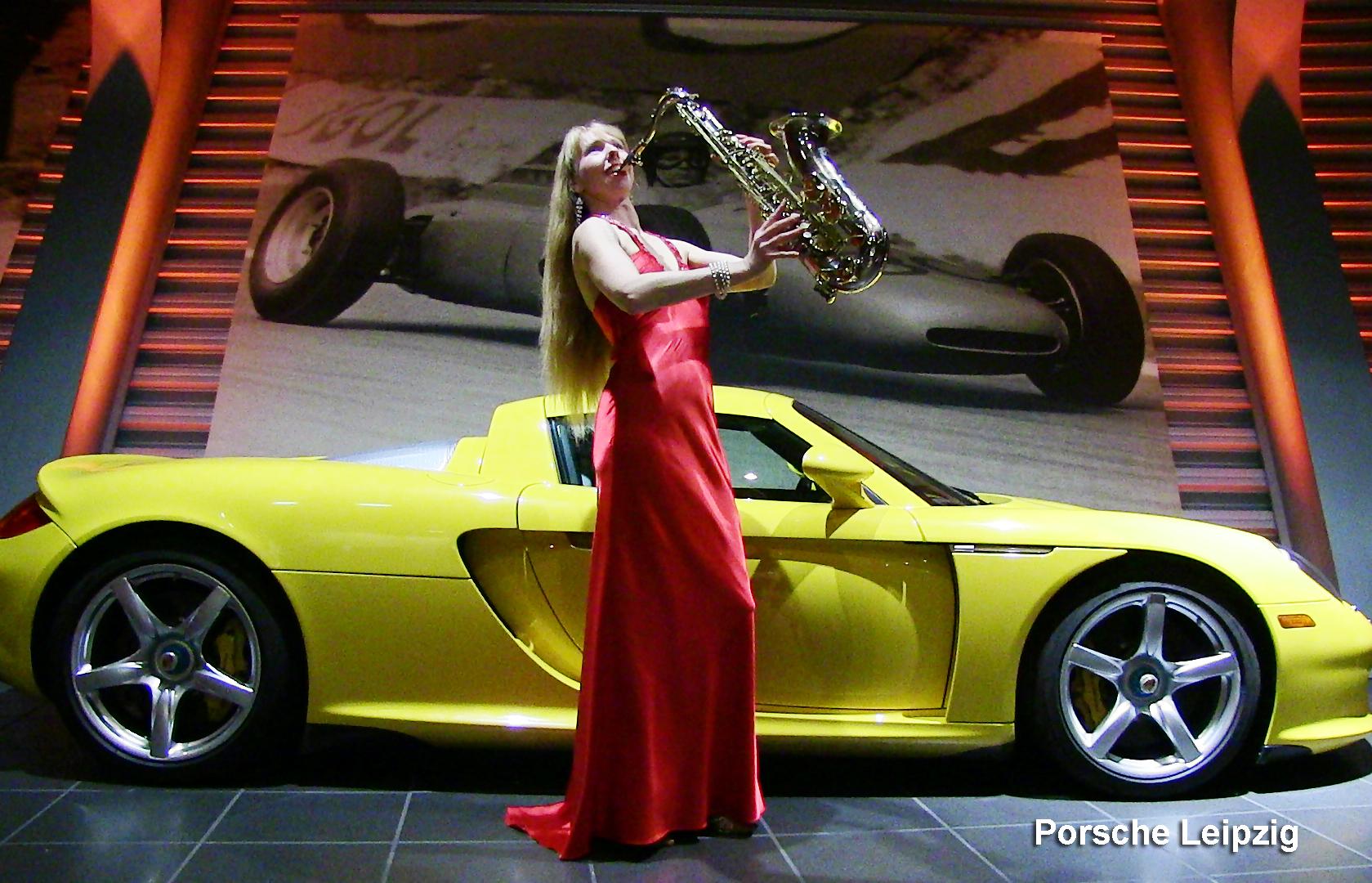 Saxophonistin von Uta Sophie Halbritter mit Damenband für Events