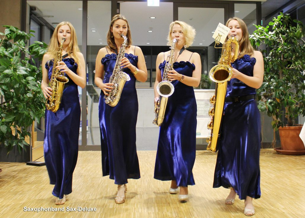 mobile Band Sax-Deluxe ist ein moderner walk act von der Pianistin und Sängerin Uta Sophie Halbritter