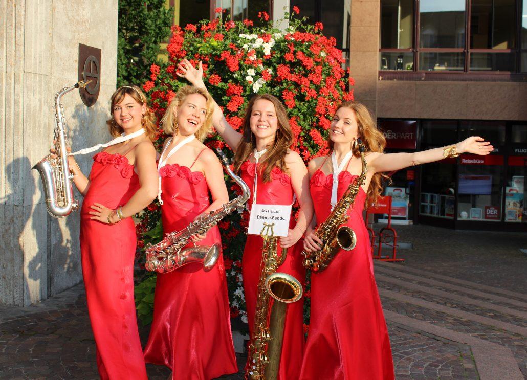 SaxophonTrio Sax Deluxe von Uta Sophie Halbritter ist eine Damenband für Events, die mobile Musik macht
